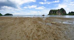 Wschodnia Railay plaża niskim przypływem Obraz Royalty Free