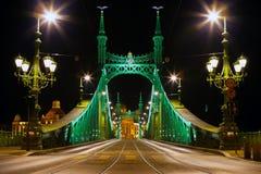 Wschodnia strona łączy Budę i zarazy przez Dunabe rzekę w Budapest wolność most, Węgry Obrazy Royalty Free