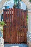 wschodnie drzwi budynków ludzi wpis klasztor jest Ukraine drewna Zdjęcia Royalty Free