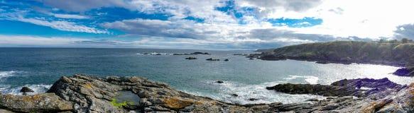 Wschodnie wybrzeże Szkocja skalisty brzeg - panorama obrazek fotografia royalty free