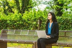 Wschodniego indianina studenta collegu Amerykański studiowanie w Nowy Jork Zdjęcia Stock
