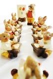 Wschodniego, Wielkanocnego królika figurki przy szkołą, Obraz Royalty Free