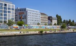 Wschodniej Części galeria, jeden ostatni zostaje kawałki oryginalna Berlińska ściana Zdjęcia Stock