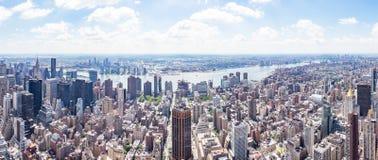 Wschodniej części panoramy widok od empire state building z rzeką Wschodnim Long Island miastem i, Nowy Jork, Stany Zjednoczone zdjęcia royalty free