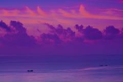 Wschodu słońca koloru chmury łódź Zdjęcia Royalty Free