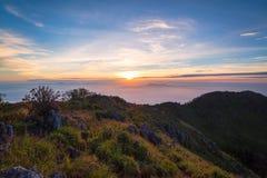 Wschodu słońca krajobraz przy Doi Luang Chiang Dao Chiang Gubernialnym Mai Zdjęcia Stock