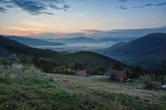Wschodu słońca Mglisty krajobraz Zdjęcie Royalty Free