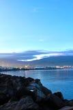 Wschodu słońca miasta widok Manado od brzeg Zdjęcia Royalty Free