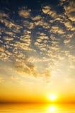 Wschodu słońca niebo nad morzem Zdjęcia Royalty Free