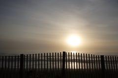 Wschodu słońca ogrodzenie obraz stock