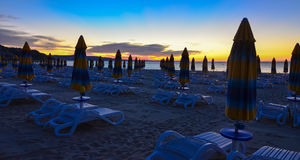 Wschodu słońca ranku bryczki longue Albena plaży Bułgaria morze Obraz Royalty Free