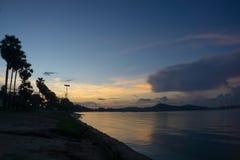 Wschodu słońca scenka nad Dongtan plaży Sattahip zatoką w wczesnym mornin zdjęcie royalty free