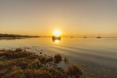 Wschodu słońca seascape Ria Formosa bagna naturalny park, Algarve Obrazy Royalty Free