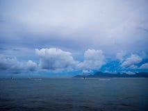 Wschodu słońca widok Moorea wyspa od Międzykontynentalnego kurortu i zdroju hotelu w Papeete, Tahiti, Francuski Polynesia Zdjęcie Stock
