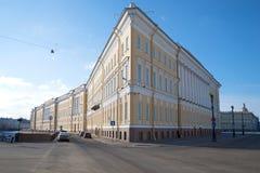 Wschodu skrzydło sztaba generalnego budynku zakończenie up w pogodnym Marcowym popołudniu Petersburg fotografia royalty free