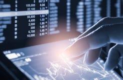 Wskaźnika wykres rynku papierów wartościowych wskaźnika pieniężna analiza na DOWODZONYM zdjęcia stock