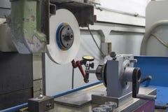 Wskaźnika wymiernika Obrotowy poncz poprzedni na Szlifierskiej maszynie Fotografia Royalty Free