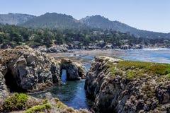 Wskazuje Lobos stanu Naturalną rezerwę z skałą, woda zawala się obrazy royalty free