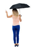 Wskazywać kobiety pod parasolem Zdjęcie Royalty Free