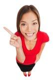 Uśmiechający się kobieta wskazuje lewica rama Obrazy Stock