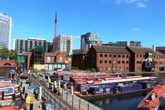 Wąskie łodzie w Benzynowym Ulicznym basenie, Birmingham Fotografia Royalty Free