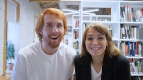Współczłonkowie drużyny Excited dla Online Biznesowego sukcesu, Zaczynają Up zbiory wideo