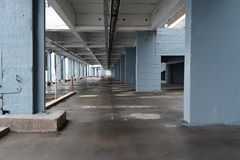 Współczesny miastowy widok z budynku tłem obrazy royalty free