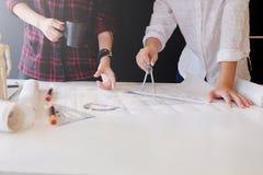 Współpraca Korporacyjny inżyniera spotkanie dla architektonicznego proj obraz stock