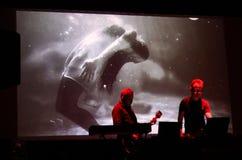 Współsprawcy sprawa żywa przy Międzynarodową Multimedialną prezentacją - Nastrojowy festiwal Gorlice Polska fotografia stock