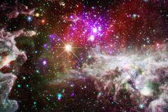 Wspaniała kolorowa mgławica gdzieś w niekończący się wszechświacie ilustracji