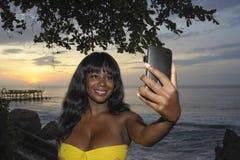 Wspaniała amerykanin afrykańskiego pochodzenia murzynka w modnym lato sukni taki Obraz Royalty Free