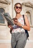 Wspaniała młoda brunetka turysty kobieta fotografia stock