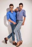 Wspaniała mody para patrzeje kamerę Obrazy Royalty Free