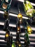 Wspaniała retro lekka lampowa dekoracja robić puste wino butelki Zdjęcia Royalty Free