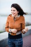 Wspaniała Romantyczna dziewczyna Outdoors podmuchowy włosy długie wiatr Selekcyjna ostrość Fotografia Stock