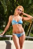 Wspaniała seksowna kobieta w bikini przy tropikalną lokacją Obraz Royalty Free