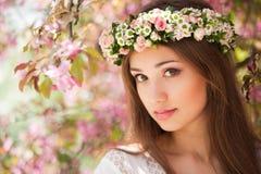 Wspaniała wiosny kobieta zdjęcie royalty free