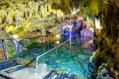 Wspaniałe i majestatyczne jamy Diros w Grecja Spektakularny widok stalacites i stalagmity zdjęcie stock
