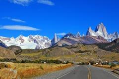 Wspaniałe nakrywać góry w Patagonia zdjęcia royalty free