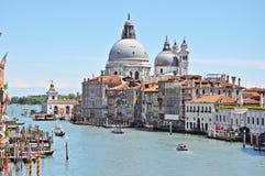 Wspaniałego widoku kanał grande i bazyliki Santa Maria della Salutuje w Wenecja Zdjęcia Royalty Free