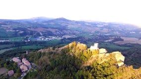 Wspaniały średniowieczny wierza Pietrarubbia kasztel zbiory