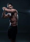 Wspaniały Bez koszuli Umięśniony mężczyzna Trzyma kordzika zdjęcia stock