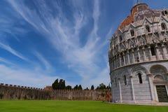 Wspaniały dzienny widok przy Pisa Baptistery St John wielki baptistery w Włochy, w kwadracie cudu piazza dei Fotografia Stock