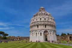 Wspaniały dzienny widok przy Pisa Baptistery St John wielki baptistery w Włochy, w kwadracie cudu piazza dei Zdjęcie Stock