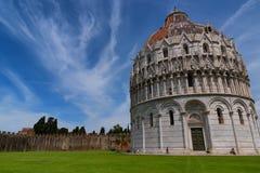 Wspaniały dzienny widok przy Pisa Baptistery St John wielki baptistery w Włochy, w kwadracie cudu piazza dei Fotografia Royalty Free