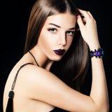 Wspaniały kobiety mody model z Modną biżuterią Zdjęcie Royalty Free