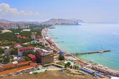 Wspaniały odgórny widok zatoka z piękną plażą w mieście Sudak, obraz royalty free