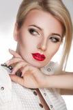 Wspaniały portret piękna młoda kobieta z perfect nartą obrazy royalty free