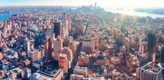Wspaniały powietrzny panoramiczny widok Manhattan z zmierzchem zdjęcie stock