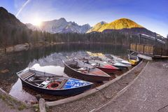 Wspaniały ranek jeziorny Fusine obraz royalty free